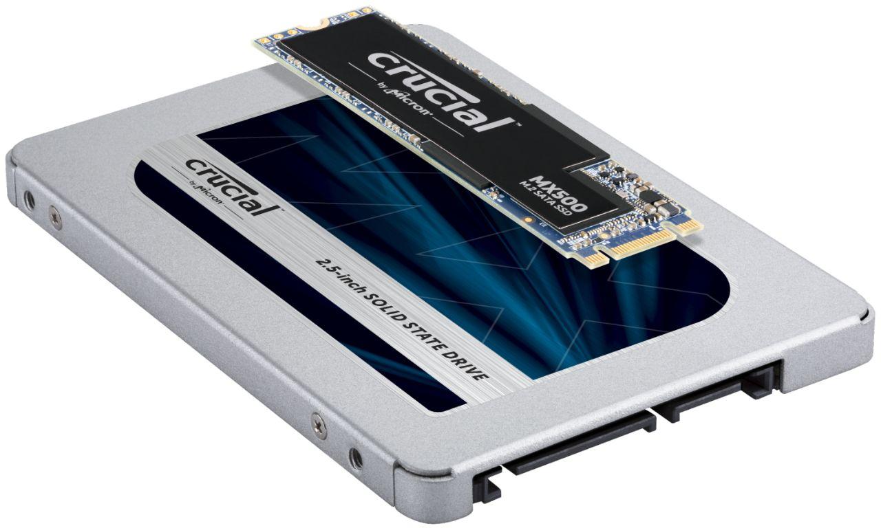 若出現兩個 Crucial RAM 記憶體模組相疊於其上,代表 SSD 模組在尺寸與形狀上的潛在差異。