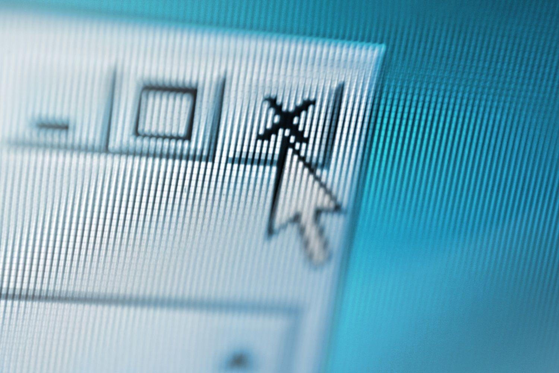 滑鼠游標正在關閉可疑彈出式視窗的拉近電腦畫面